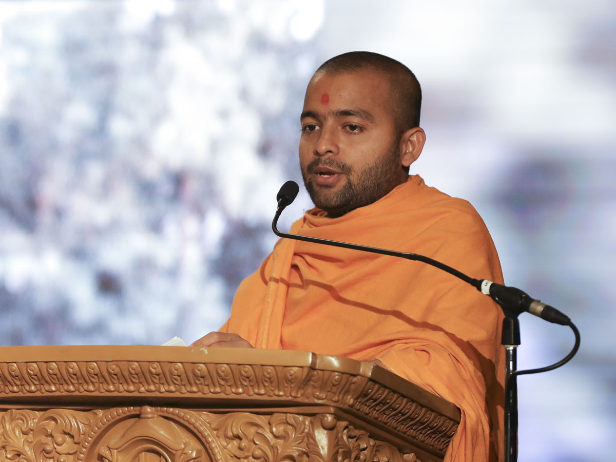 Viralmuni Swami addresses the convention