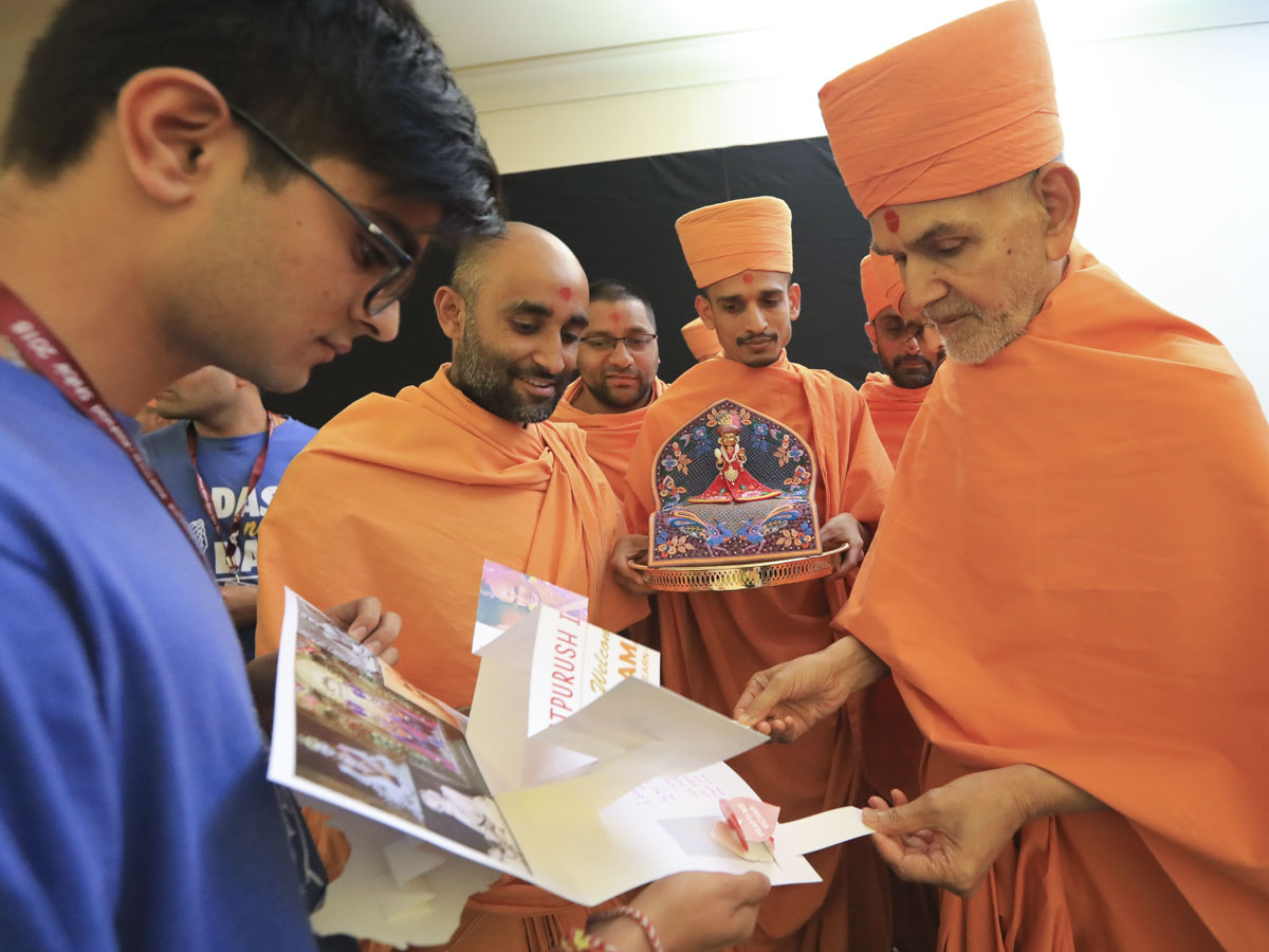 Swamishri observes a card