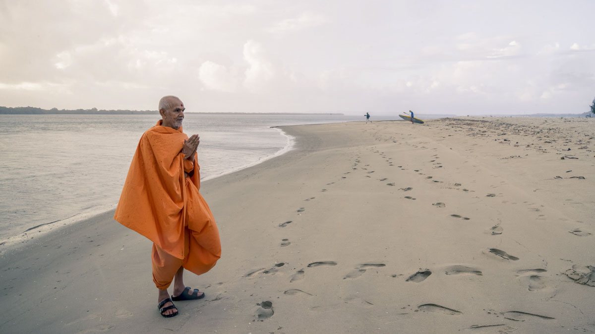 Swamishri on the shores of the Pacific Ocean