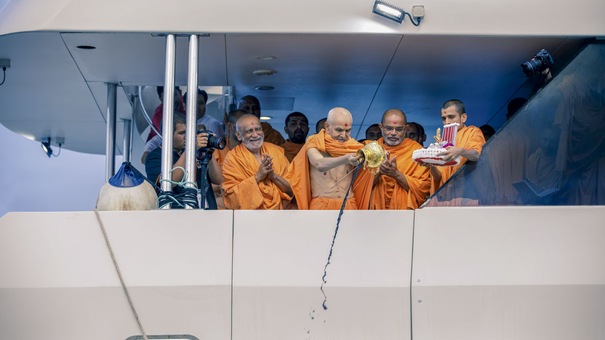 "HH Pramukh Swami Maharaj's Asthipushpa Visarjan<br><a href=""http://www.baps.org/News/2018/HH-Pramukh-Swami-Maharajs-Asthipushpa-Visarjan-12966.aspx"" target=""blank"" style=""text-decoration:underline; color:blue;"">For more photos</a>"