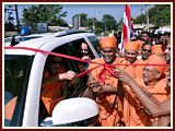 Swamishri inaugurates new gate