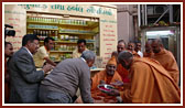 Swamishri sanctifies new mobile van of BAPS Herbal Care