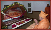 Swamishri engaged in darshan at Shastriji Maharaj's room