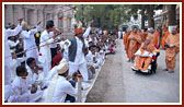 Devotees sing kirtans before Swamishri in a traditional style