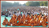 Sadhus and devotees during Swamishri's puja