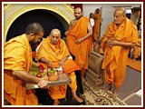 Swamishri performs pujan of bricks of BAPS hari mandir, Ambavadi (Ahmedabad)