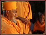 Swamishri arrives at Sarangpur