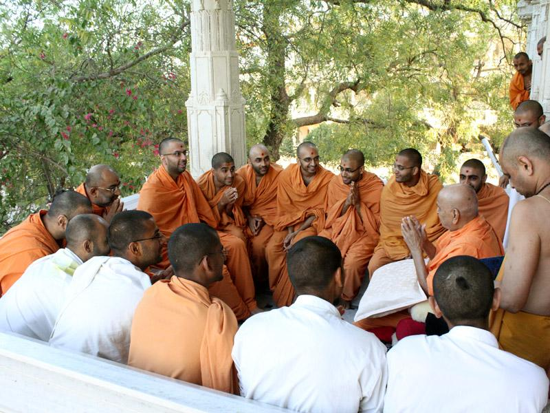 Swamishri addresses sadhus in the mandir pradakshina