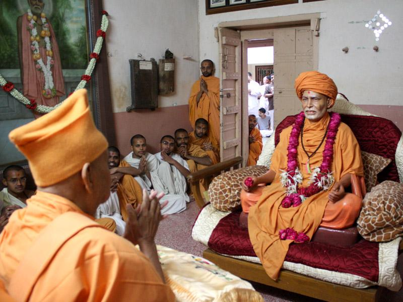 Swamishri engaged in darshan of Brahmaswarup Shastriji Maharaj in Shastriji Maharaj's room
