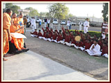 Swamishri blesses students of BAPS Chhatralay, Ukai