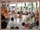 Swamishri engaged in Thakorji's darshan in sabha mandap ...