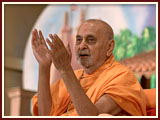 Swamishri rejoices during the celebration