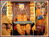 Swamishri inaugurates a book (Sucharitam) for children