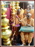 Swamishri performs pujan of kalashas ...