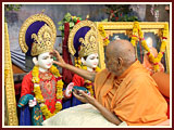 Swamishri performs murti-pratishtha rituals for new BAPS hari mandirs for Vadu, Dared and Sonasan