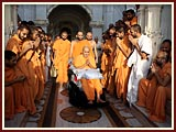 Swamishri after Thakorji's darshan