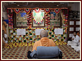 Swamishri engaged in darshan of Thakorji in assembly hall...