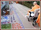 Swamishri on his way to Smruti Mandir observing decorations