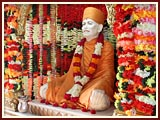 Swamishri engaged in darshan of Shastriji Maharaj