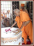 Swamishri touches the holy footprints