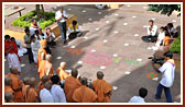 Swamishri departs from Bochasan