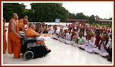 Swamishri blesses devotees from nearby villages of Bhavnagar