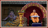 Swamishri blesses the Janmashtami assembly