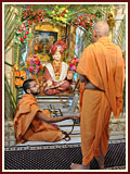 Swamishri swings Shriji Maharaj in a hindolo