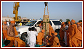 Swamishri performs pujan of first pillar to be placed in mandir