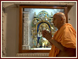 On his arrival Swamishri engaged in darshan of Thakorji