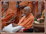 Swamishri observes demonstrations of services rendered by Akshardham Volunteers