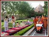 BAPS children perform puja to please Swamishri