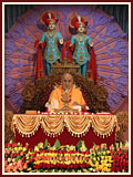 Swamishri doing his morning puja