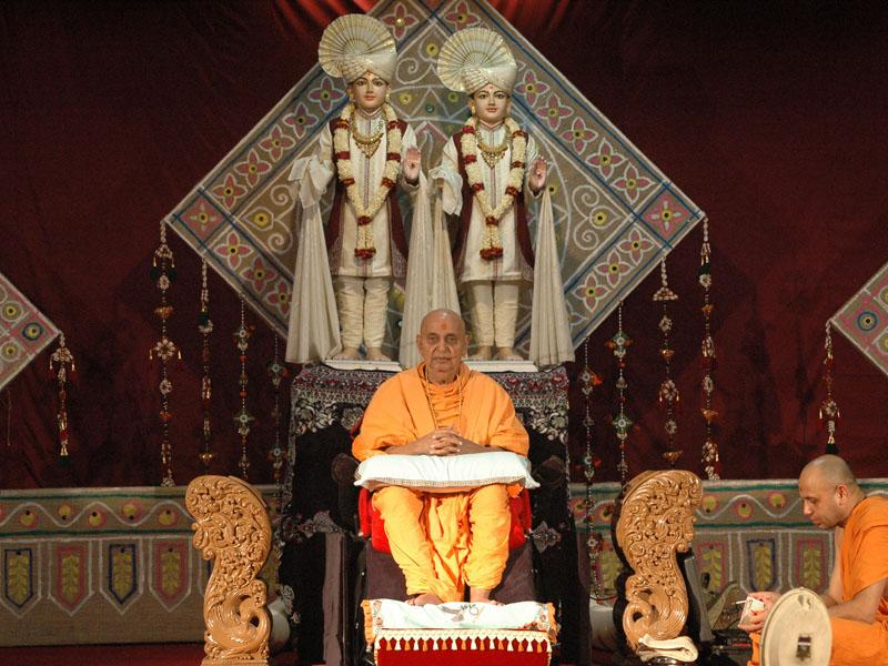 Swamishri during a satsang assembly