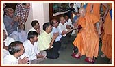 Swamishri blesses devotees from Aashi