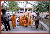 Swamishri arrives at the memorial mandir of Shri Jaga Swami on the outskirts of the village