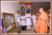 Swamishri does pradakshina and darshan at the newly renovated old Swaminarayan mandir