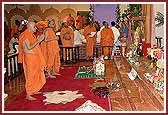 Balika Din Morning Programs June 09, 2004 - Swamishri does darshan before performing his morning pooja