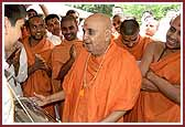 Balika Din Morning Programs June 09, 2004 - Swamishri plays the