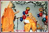 Balika Din Morning Programs June 09, 2004 - Swamishri dances with joy as Pujya Ghanshyamcharan Swami sings