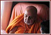 Pramukh Swami Maharaj Arrives in Los Angeles June 16, 2004