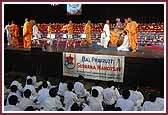 morning ,Saints and balaks play a game in the presence of Swamishri during the morning session