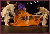 Swamishri is presented with a shawl