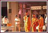 Kishores perform a drama about Swamishri�s qualities