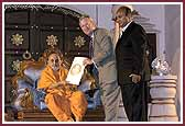 Swamishri receives a proclamation from Hon. Buddy Dyer, Mayor of Orlando