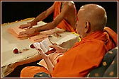 Swamishri reading the Shikshapatri