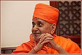 Swamishri just before boarding the aircraft