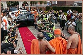 Car parking volunteers in front of Swamishri