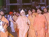Pramukh Swami momentarily catches hold of a kite on Uttarayan, much to everyones pleasure
