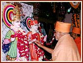 Performing the Murti Pratishtha ceremony of Akshar Purushottam Maharaj
